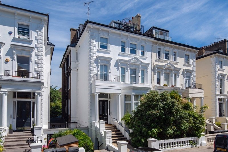 2 Bedroom Flat for sale in Belsize Park, London,  NW3 4LH