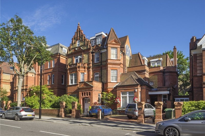 4 Bedroom Flat for sale in Belsize Park, London,  NW3 3EU