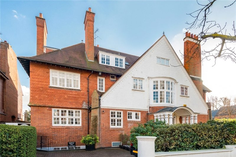 3 Bedroom Flat for sale in Belsize Park, London,  NW3 3EL