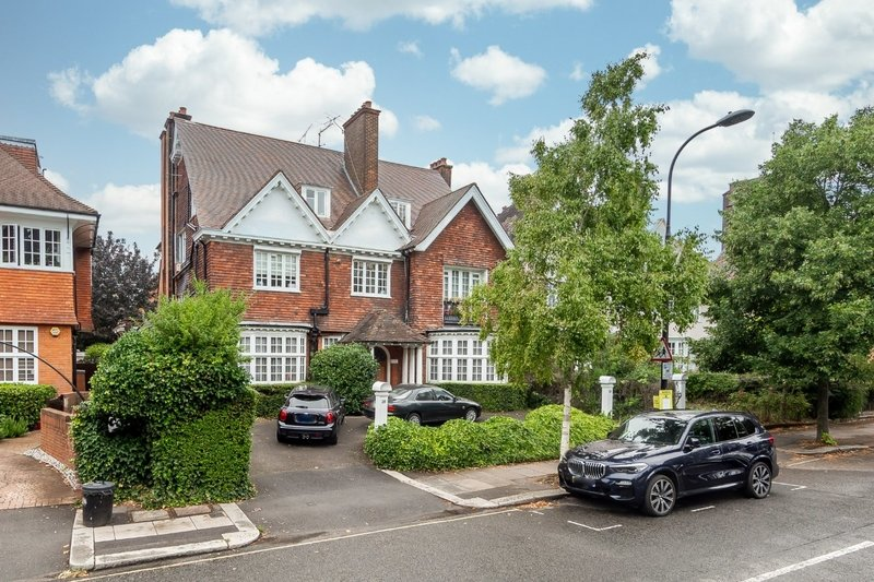 2 Bedroom Flat for sale in Belsize Park, London,  NW3 3HL