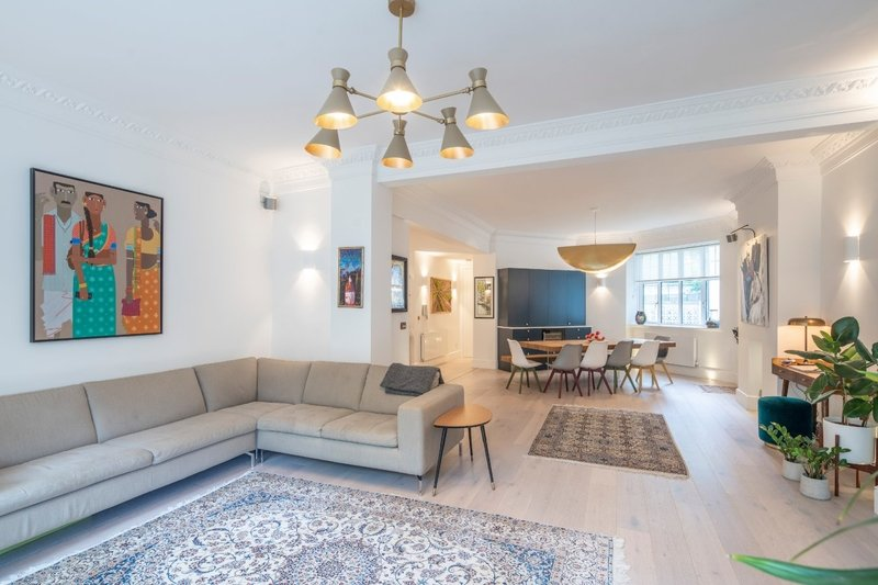 4 Bedroom Flat for sale in Eton Avenue, London,  NW3 3HJ