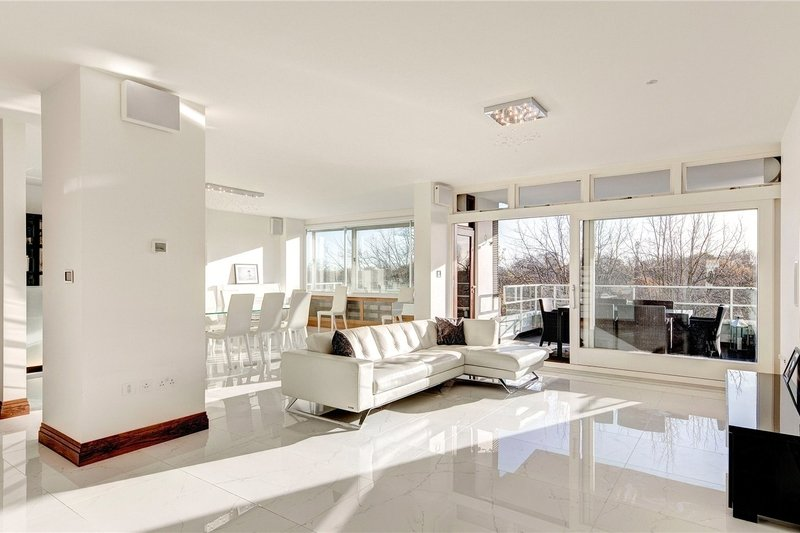 3 Bedroom Flat for sale in Prince Abert Road, London,  NW8 7PT
