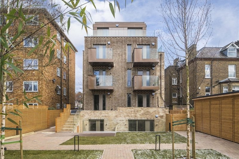 3 Bedroom Flat for sale in Willesden Lane, London,  NW6 7YR
