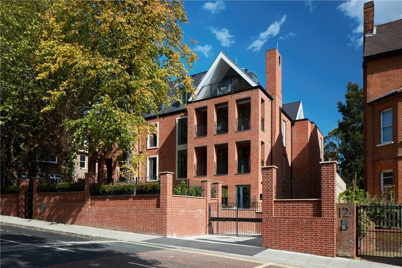 2 Bedroom Flat for sale in 14 Netherhall Gardens, London,  NW3 5TQ
