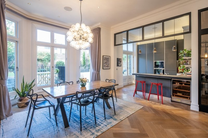 4 Bedroom Flat to rent in Belsize Park, London,  NW3 4BL