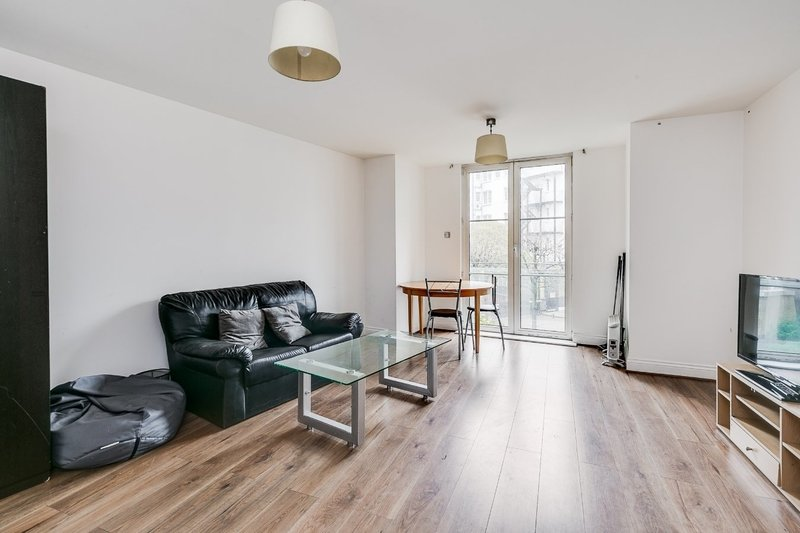 3 Bedroom Flat to rent in Palgrave Gardens, London,  NW1 6EW