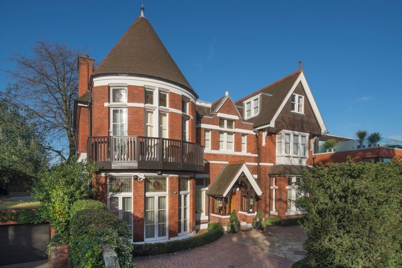 6 Bedroom House to rent in Elm Walk, London,  NW3 7UP