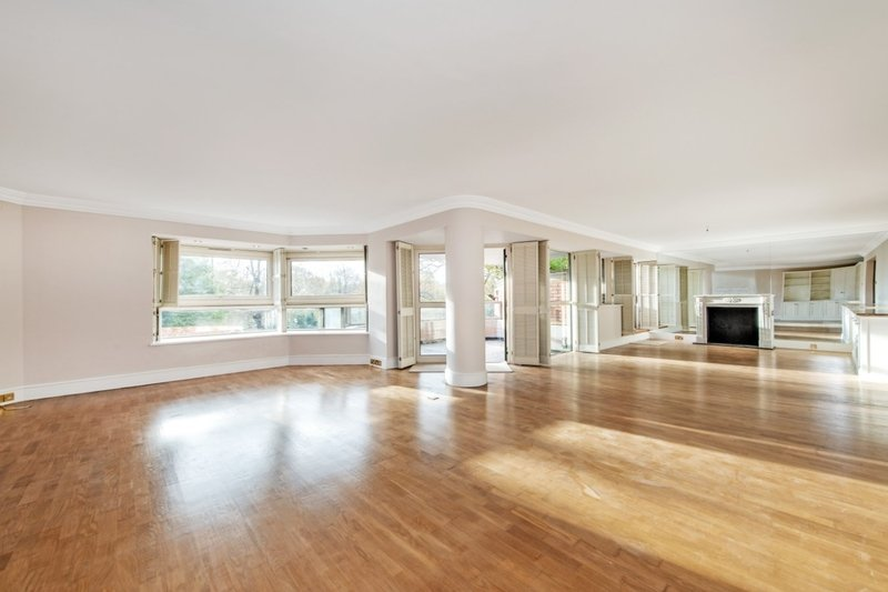3 Bedroom Flat to rent in St James's Terrace, London,  NW8 7LE