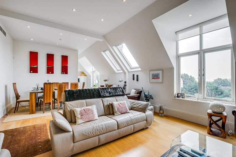 3 Bedroom Flat to rent in Hampstead, London,  NW3 7QX