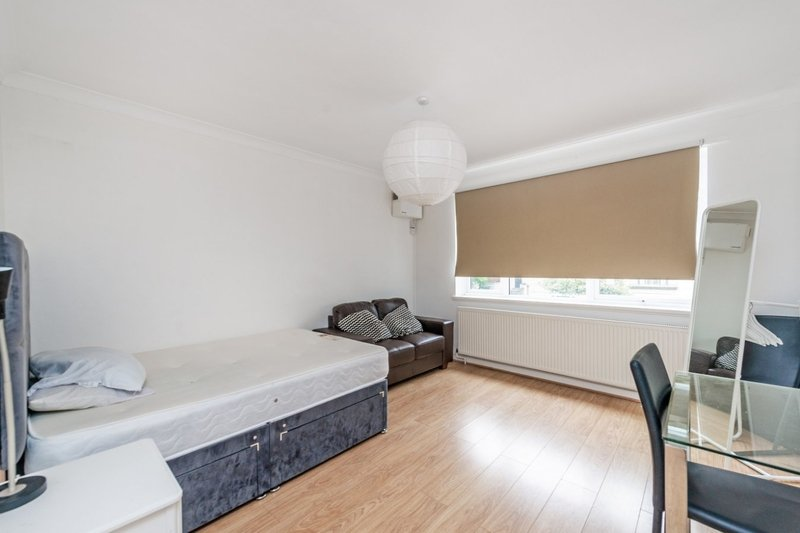 3 Bedroom Flat to rent in 47 Belsize Road, London,  NW6 4RY